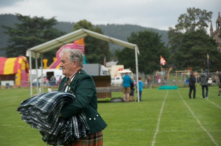 Man carrying kilts